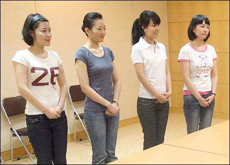 Japanese female reporter wearing underwear and male stroked hoodavi - 2 7