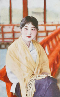 Japanese female reporter wearing underwear and male stroked hoodavi - 4 5