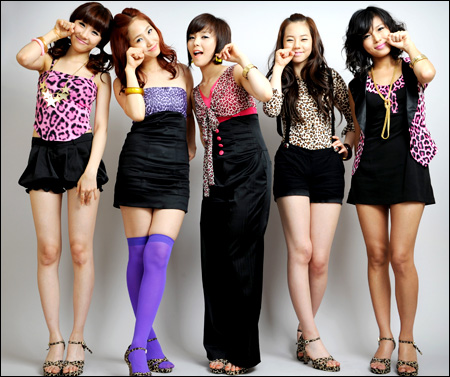 Teen girls in Tour