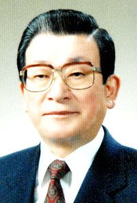 Former prime minister Hwang dies at 84
