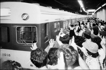110213_p04_subway1.jpg