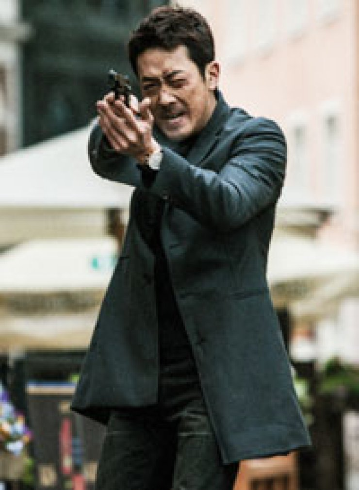 'The Berlin File,' a spy thriller featuring a star-studded cast including Ha Jung-woo, is offto a rapid start at the box office.                                      / Korea Times