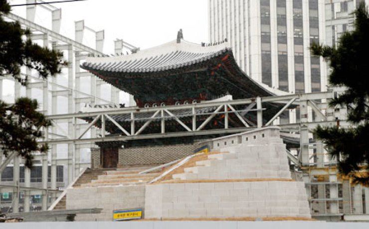 Sungnyemun, the historic Seoul city gateway Koreans regard as their No. 1 national treasure, will reopen to the public in April for the first time after it was seriously damaged in an arson attack in 2008.                                                / Yonhap