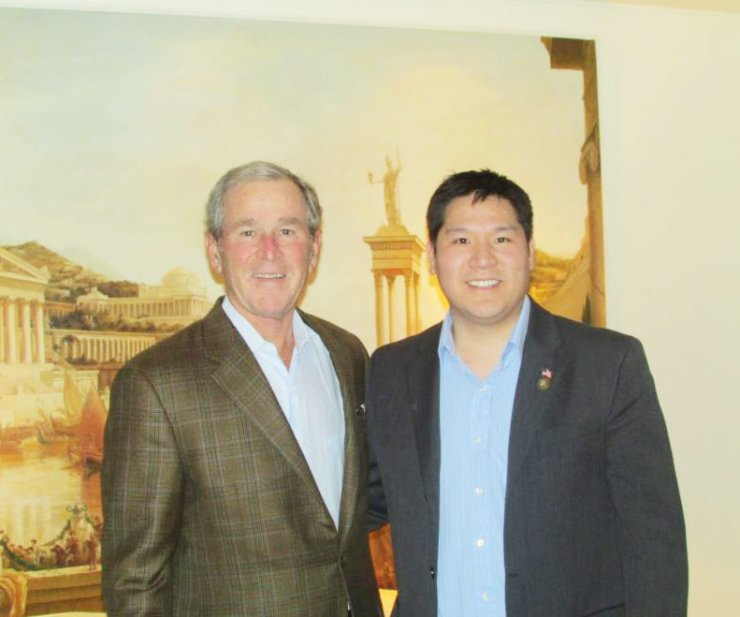 David Chang, right, poses with George W. Bush, former U.S. president, at the Grand Hyatt Hotel in Seoul, Wednesday. / Korea Times
