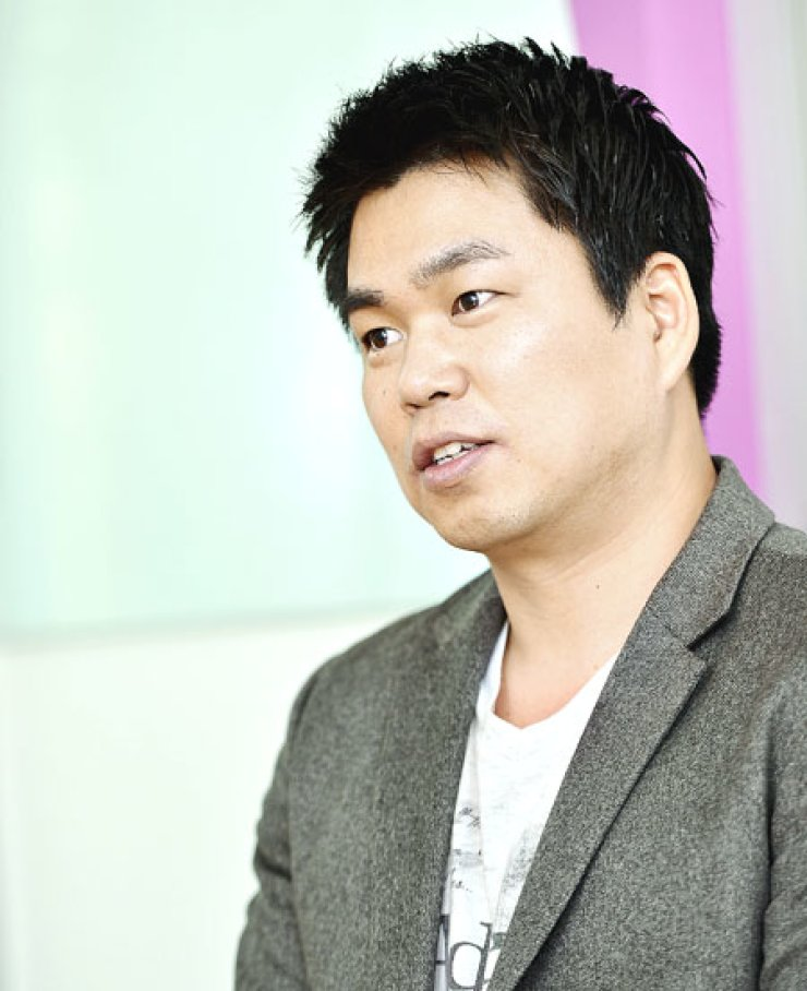 Na Byung-jun, 37, former-manager-turned-CEO of Fantagio Company, has opened a 'Managers' Academy,' to properly train 'managers' in their work of driving, assisting and promoting stars.                                                                      / Korea Times photo by Shim Hyun-chul