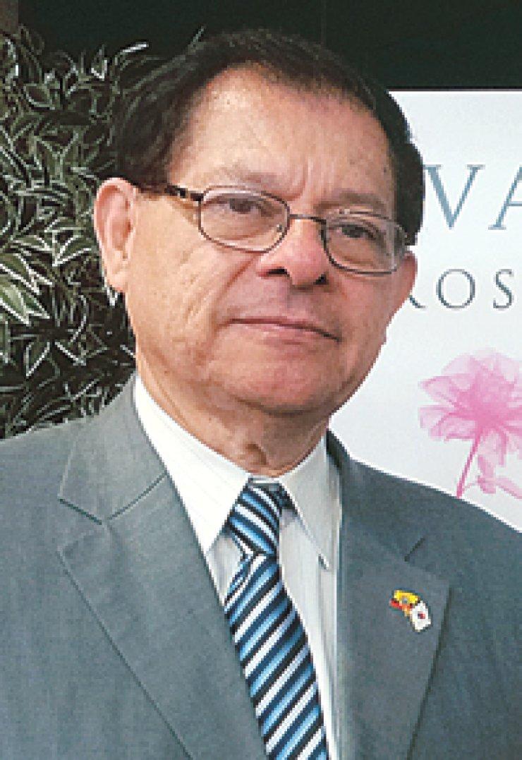 Jorge Icazaconsul-general of the Embassy of Ecuador