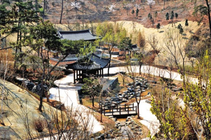 The Korean Garden, a traditional garden with Korean-style pavilions, is located inside the Arboretum at the Suncheon Bay Garden Expo slated to open on April 20 in Suncheon, South Jeolla Province.                                                                  / Korea Times photos by Yun Suh-young