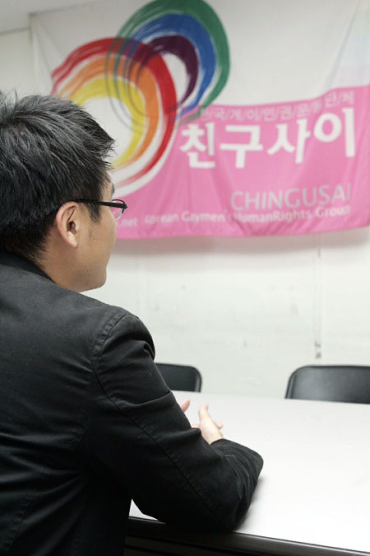 A gay rights advocate speaks during an interview with The Korea Times in this 2007 file photo. Influential protestant Christian groups are threatening to derail political efforts to introduce anti-discrimination legislation, claiming that criticizing a person for their sexual orientation should be considered a right.                                  / Korea Times photo by Shim Hyun-chul