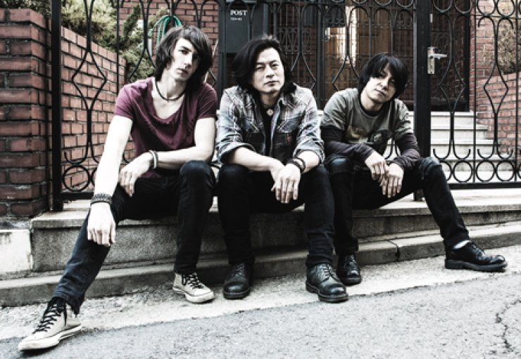 Irish bassist Neil Smith, left, vocalist Lee Sung-soo, center, and drummer Kang Dae-hui, are the members of a post hard rock band HarryBigButton. After releasing their new album 'Perfect Storm' on April 2, the band is gearing up to rock more audiences overseas. / Courtesy of HarryBigButton
