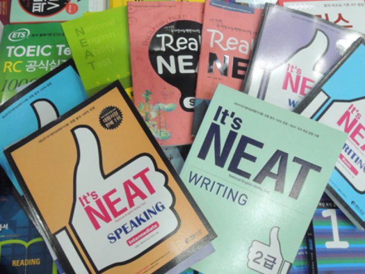 Unsold stock of the NEAT books at Youngpoong Bookstore in Seoul. / Korea Times photo by Chung Hyun-chae