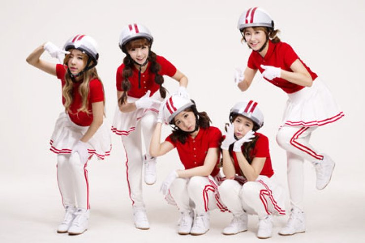 The five members of Crayon Pop hope the new release of their music video 'Bar Bar Bar,' Monday, will restore the group's popularity./ Courtesy of Chrome Entertainment