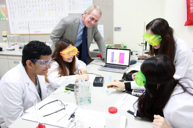 Korea International School (KIS) Director Stephen Cathers observes a chemistry class on the school's campus in Pangyo, Gyeonggi Province, where his high school students use spectroscopy to determine the percentage of copper in brass. / Courtesy of KIS