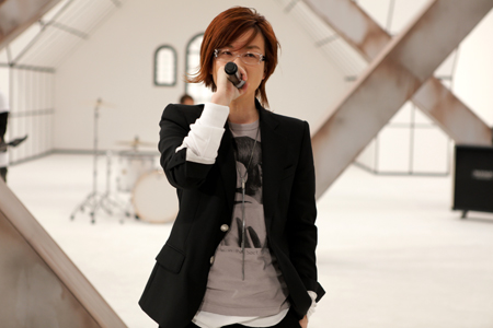 Lee Seung-hwan, dubbed the 'King of Live,' is returning to the local music scene with his 11thalbum this year.