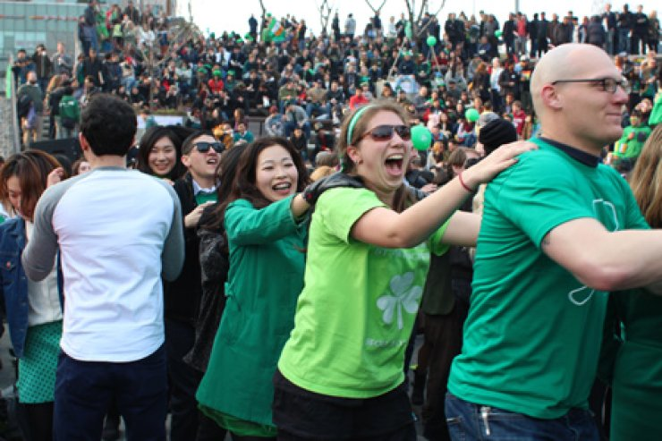 Koreans and expats enjoy dancing together at an Irish-themed festival at D-Cube City, Sindorim, Seoul, last year. This year's St. Patrick's Day celebration will take place on March 14. / Courtesy of Cho Young-hwi