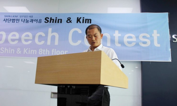 Oh Se-hyek speaks during the Teach North Korean Refugees (TNKR) English Speech Contest in Myeongdong, Seoul, Saturday. / Courtesy of Casey Lartigue