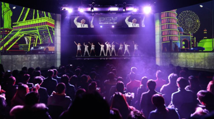The 'Klive' theater shows a hologram concert of Psy inside the Lotte Fitin shopping mall in Dongdaemun in Seoul on Friday. / Yonhap