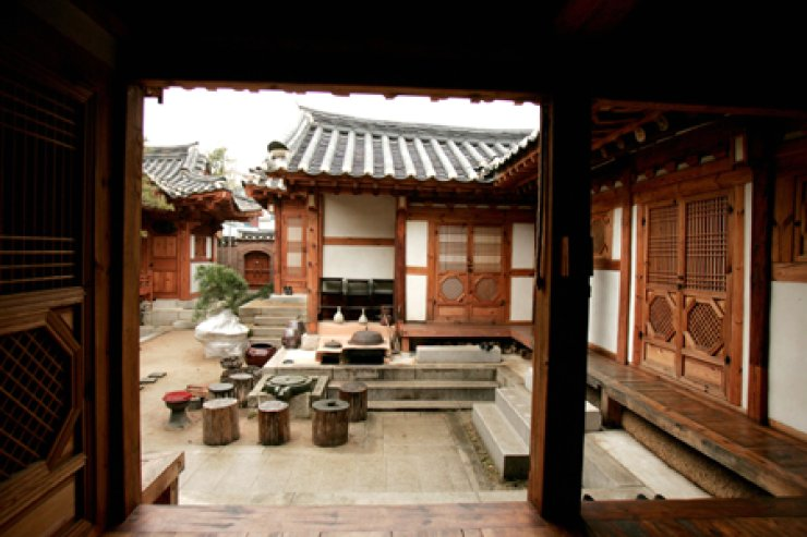 A view of the Rakkojae hanok in Bukchon, Seoul, once a guests steps through the entrance. / Korea Times file