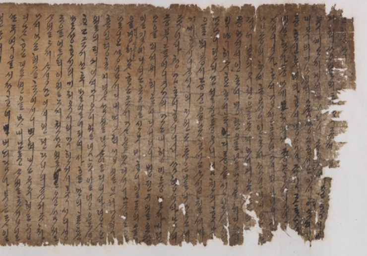 'Gohaengrok,' the autobiography of Lady Yi of the Hansan Yi clan is written on an enormously long scroll, measuring 584.2 centimeters in length and 34 centimeters in width. / Courtesy of Academy of Korean Studies