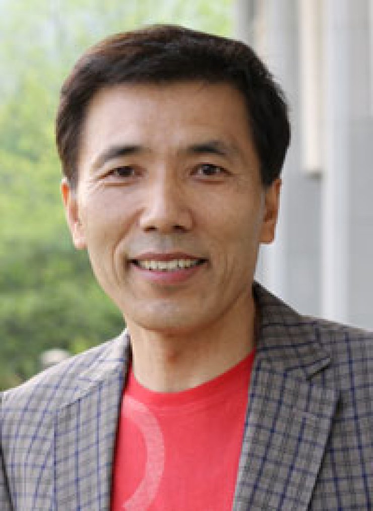Professor Lee Gil-sang of the Academy of Korean Studies