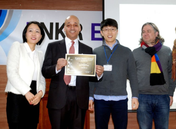 Andrew Lee, second from right, winner of the Teach North Korea Refugees (TNKR) English speech contest, poses with TNKR's co-founder Casey Lartigue, Jr., second from left, at the Euljiro-dong Community Center in central Seoul, Saturday.   /  Korea Times photo by John Redmond