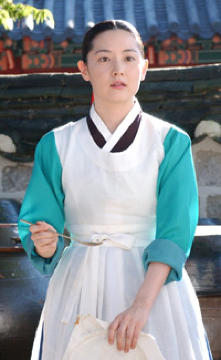 Lee Young-ae stars in a scene from the popular 2003 drama 'Daejanggeum.'