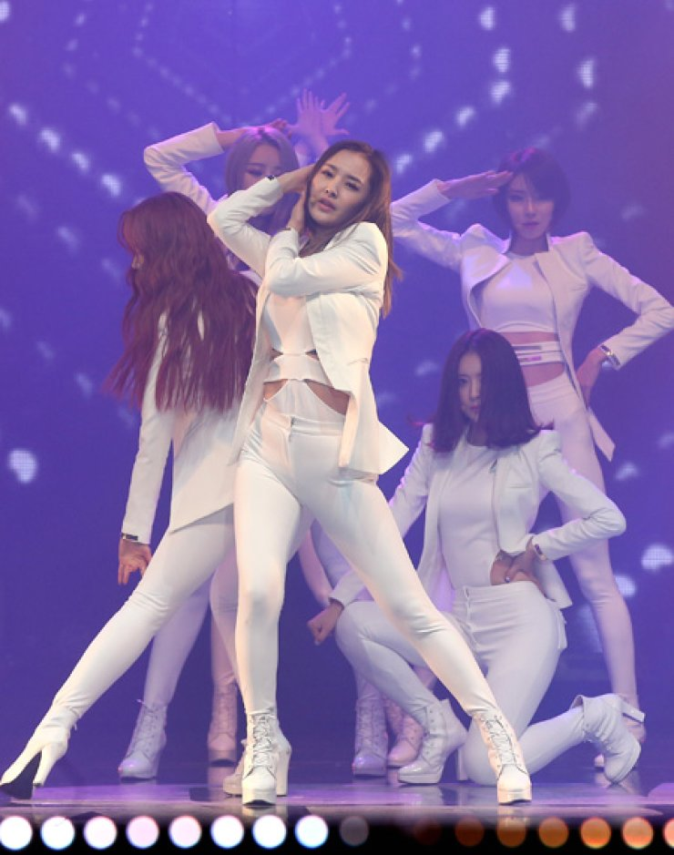 Six members of 'Dal Shabet' perform Wednesday at the Dom Art Hall in Gwangjin-gu, eastern Seoul to mark the release of their 7th mini-album./ Yonhap