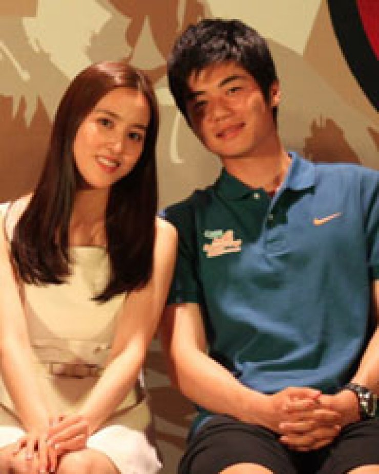 Wedding preparations for actress Han Hye-jin, 32, and SwanseaCity midfielder Ki Sung-yeung, 24, are underway. They superstar couple will tie the knot in July, according to Han's agency Friday./ Korea Times file