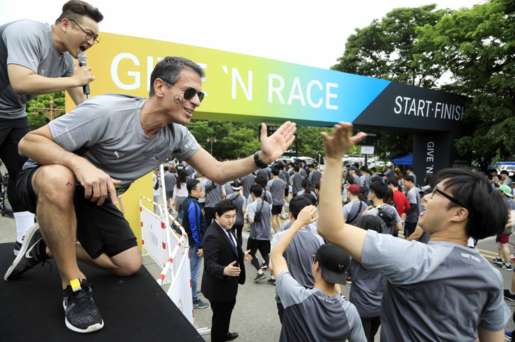 Mercedes benz korea enticing clients through charity run for Mercedes benz corporate run 2018