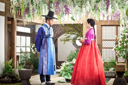 Yoo Ah-in in a scene from 'Jang Ok Jung, Living by Love'/  Korea Times file