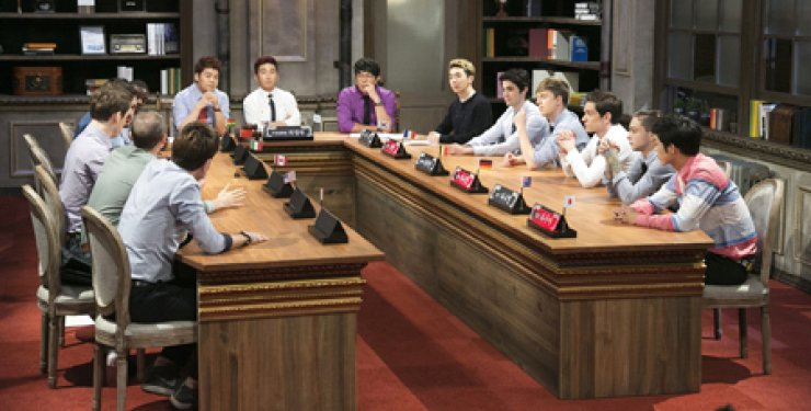 Eleven panelists from different countries appear on 'Abnormal Summit,' a talk show on cable TV channel JTBC, to discuss the overuse of social media withthree hosts and a guest. The program aired on Sept. 22. / Courtesy of JTBC