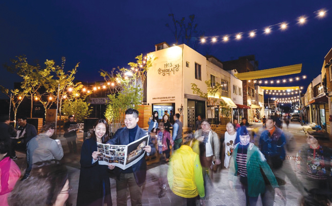 1913 Songjeong-yeok Market in southern city of Gwangju attracts local visitors and tourists alike after renovation. / Courtesy of Hyundai Card