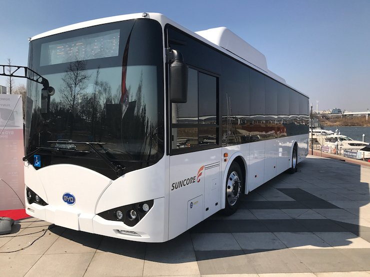 The world's largest electric vehicle maker BYD showcases the eBUS-12 at Seoul Marina, Tuesday. The eBUS-12 is BYD's first commercial electric vehicle bus introduced in Korea. / Korea Times photo by Jhoo Dong-chan