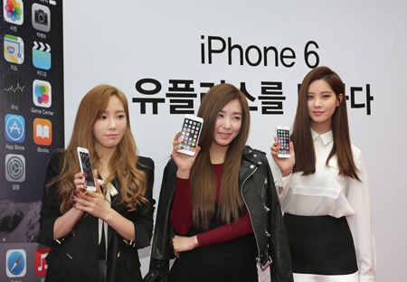 Members Of Girls Generation Pose During A Launch Event For The Apple IPhone 6 Held At An LG Uplus Branch In Seocho Seoul Oct 31