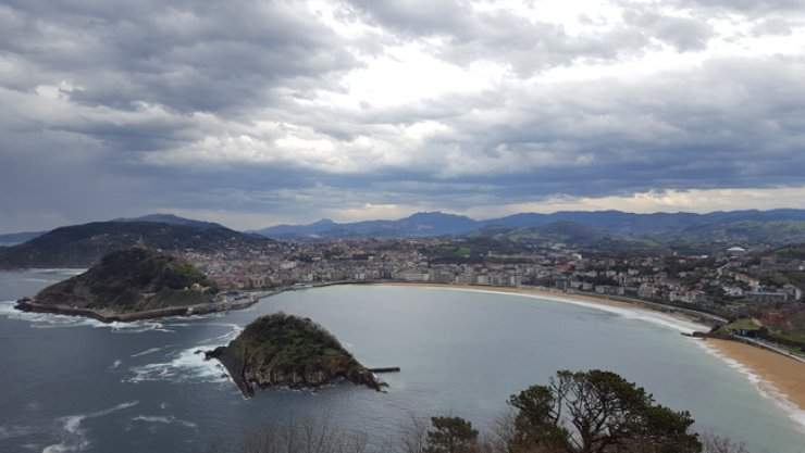 A panoramic view of the bay of La Concha from atop Monte Igueldo  / Korea Times photos by Jung Min-ho