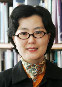 Brother Anthony, professor emeritus at Sogang UniversityJung Ha-yun, professor at Ewha Womans UniversityMin Eun-kyung, professor at Seoul National University