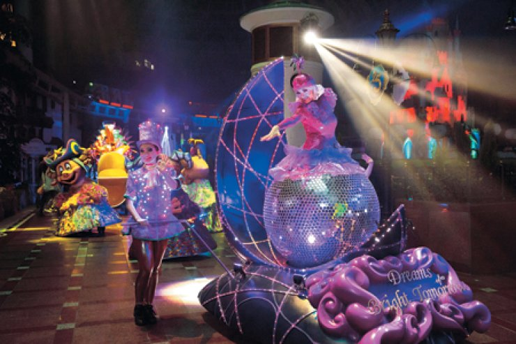 Actresses dressed as fairytale characters march in a parade at Lotte World Adventure. A multimedia parade show, the first of its kind in Korea, which begins at 8:30 p.m. and runs for 30 minutes every night./ Courtesy of Lotte World Adventure