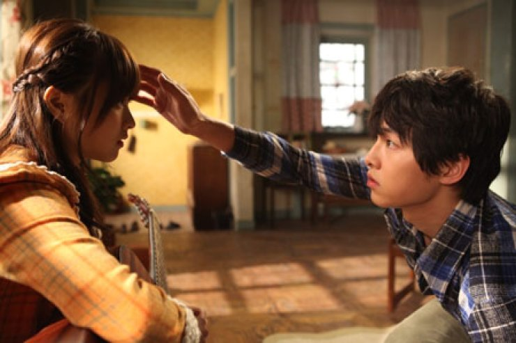 Park Bo-young, left, and Song Joong-ki star in a scene from 'A Werewolf Boy,' which is currently showing in theaters nationwide. / Courtesy of CJ Entertainment