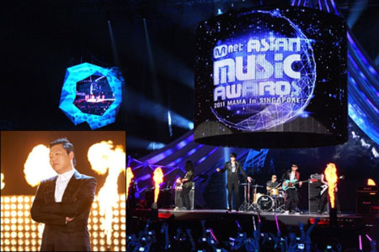 Psy, left, will attend the 2012 Mnet Asian Music Awards (MAMA), which is to be held at Hong Kong Convention & Exhibition Centre on Nov. 30./ Courtesy of CJ E&M