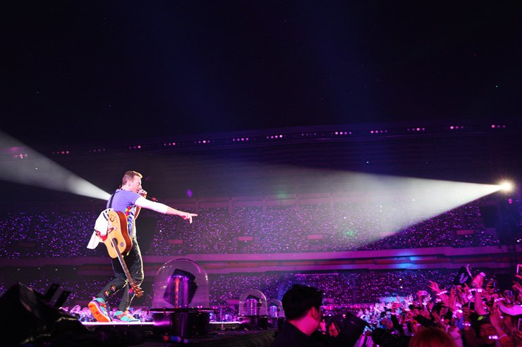 Chris Martin, frontman of a four-member British rock band Coldplay, performs during the band's first Seoul gig as part of its 'A Head Full of Dreams' tour at Seoul Olympic Stadium in Seoul, Saturday.  /  Yonhap