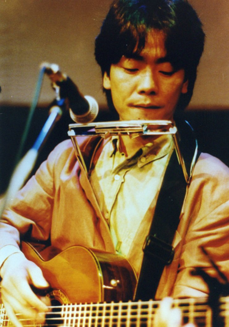 Those close to folk-rock singer Kim Kwang-seok, who committed suicide in January 1996, said he was troubled by his albums' lack of commercial success. His albums, including remastered works, have sold more than 5 million copies since. / Korea Times file