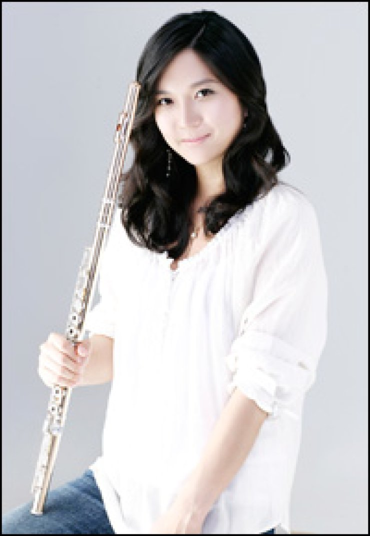 Flutist Son Yoo-bin is the first Korean to join the woodwind section of the New York Philharmonic.          / Courtesy of Kumho Asiana                         Cultural Foundation