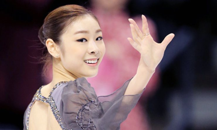Reigning Olympic figure skating champion Kim Yu-na smiles after winning a gold medal at the World Figure Skating Championships in London, Ontario, Saturday. The 22-year-old's overwhelming performancebodes well for her retaining her title at the Sochi Winter Games next year. / Yonhap