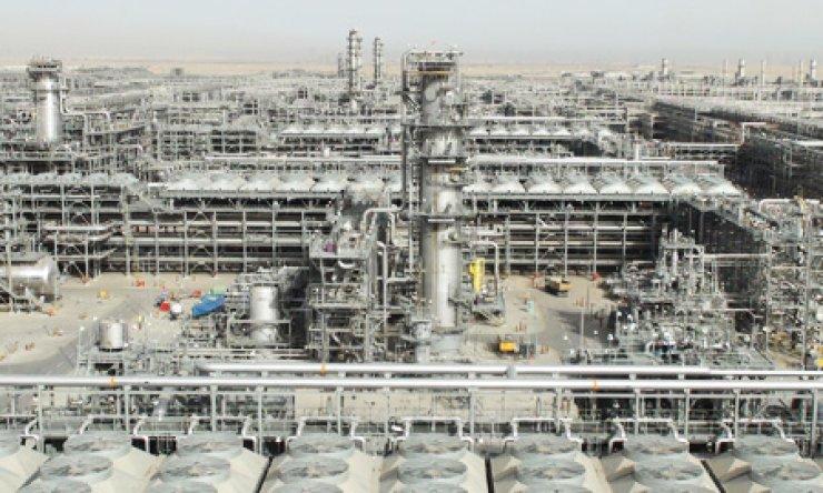 Above are gas processing facilities built by Hyundai E&C at Khursaniyah, Saudi Arabia. / Courtesy of Hyundai E&C