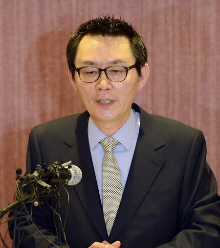 Yoon Chang Spokesman Yoon Chang-jung