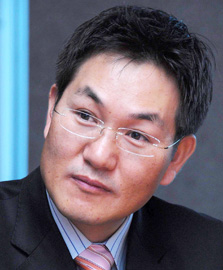 Shin Jong-kyunCEO of Samsung ElectronicsLee Hee-sungCEO of Intel Korea