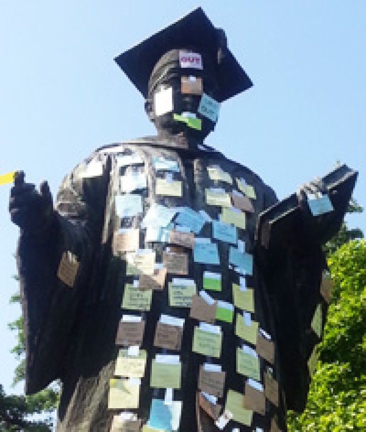 A statue of Kim Hwal-lan, a former president of Ewha Womans University, is covered with post-it notes stating demands from students to remove it from the school campus because of her involvement in pro-Japanese activities. / Yonhap