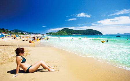 / Hamdeok Seowubong Beach in Jeju Island