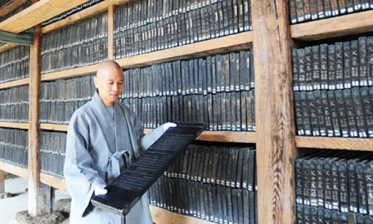 Culture authorities are considering whether to rename the 'Tripitaka Koreana,' a 13th-century collection of over 80,000 woodblocks holding Buddhist texts kept at Haeinsa Temple in North Gyeongsang Province./ Korea Times file