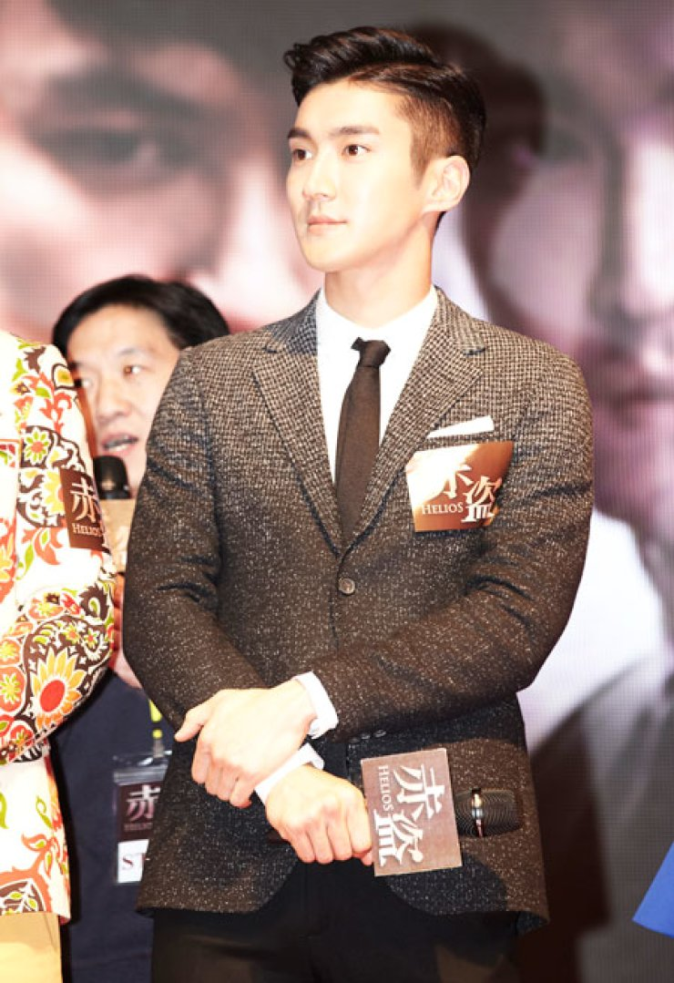 Choi Si-won poses at a press conference for the film 'Helios' at the Macao Sheraton Hotel on Dec. 10. The film directed by the Chinese duo of Sunny Luk and Longman Leung also stars Korean actor Ji Jin-hee and Hong Kong stars - Jacky Cheung, Nick Cheung and Shawn Yue Jacky Cheung./ Yonhap