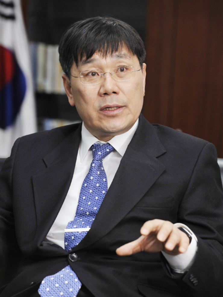 Lee Byung-hyun, president of the National Institute for International Education